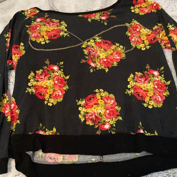 Free Kisses Tops - Black Floral Casual Graphic Shirt